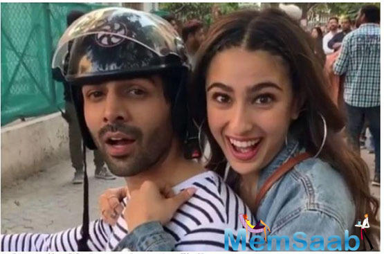 Sara Ali Khan and Kartik Aaryan's upcoming romantic drama Love Aaj Kal has been making a lot of noise, thanks to its witty trailer. To keep up the curiosity level, Sara shared a behind-the-scenes video from the sets of her upcoming film.