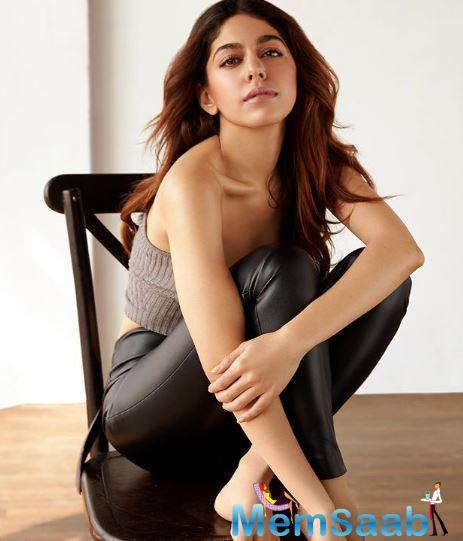 The actress won the prestigious Balak Ratna National Art Award when in the ninth grade.