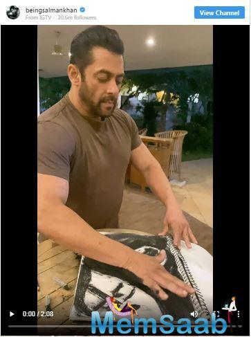 Salman's fans obviously couldn't get enough of his masterful strokes and they commended his skill and talent.