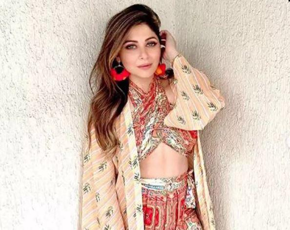 Kanika urged the fans to act responsibly and act timely