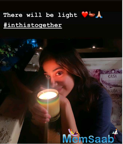 Have a look at them right here: Janhvi shared two Instagram stories and her contagious smile was truly to die for.