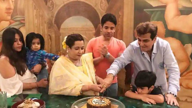 Tusshar, shared a group picture of the family around the birthday cake