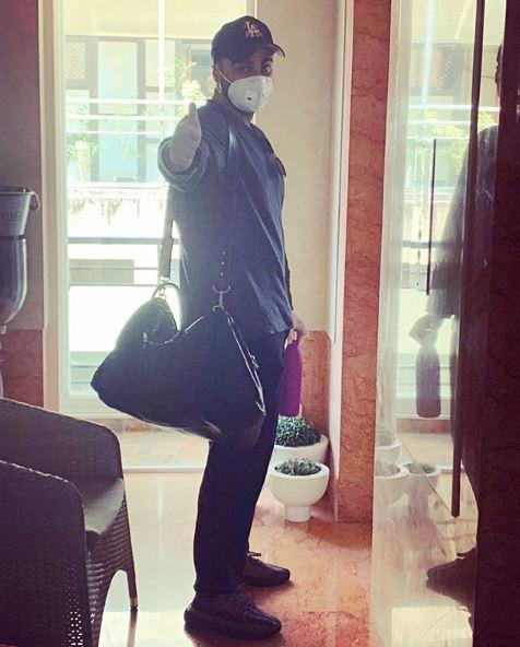 Arjun Kapoor is seen wearing the protective mask while stepping out of his home