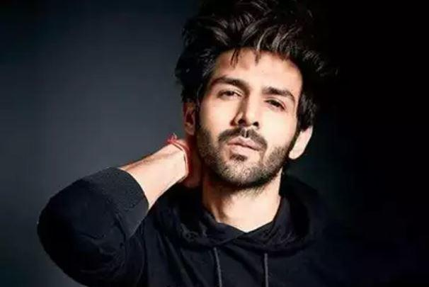 Kartik Aaryan made the anniversary of a couple a bit more special by sending them a heartfelt note on Twitter