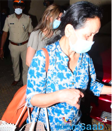Riddhima Kapoor with her daughter Samara Sahni arrived in Mumbai for Rishi Kapoor's prayer meet.