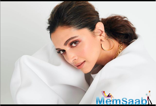 Padukone is one of those stars who celebrates her success with her fans and always tries to communicate with them.