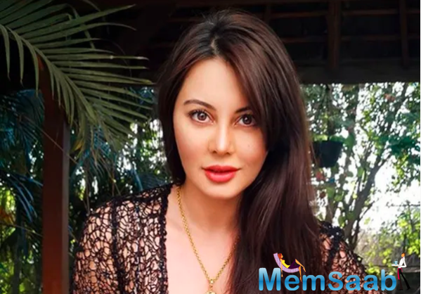 Minissha married her boyfriend Ryan Tham in a quiet ceremony in Mumbai on July 6, 2015. The couple had a registered marriage, which was followed by a wedding lunch that was attended by close friends and family.