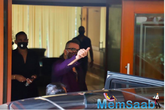 And now, Dutt has been discharged from the Lilavati Hospital and is back home. He could be seen waving to the media.