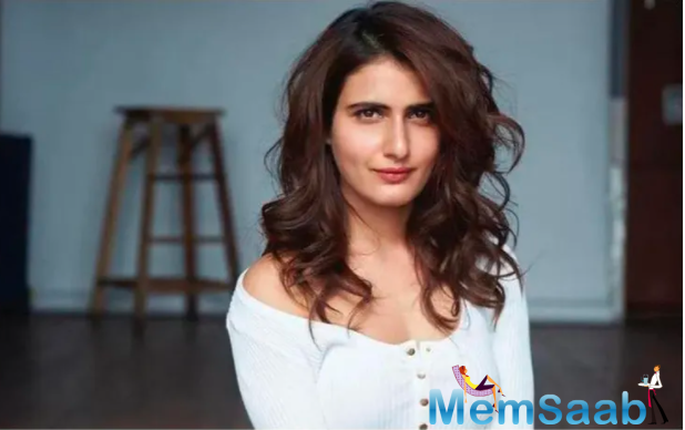 Fatima Sana Shaikh makes her directorial debut with the music video of the track Palkein kholo, which has been sung and composed by Vishal Bhardwaj.
