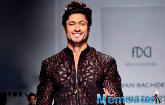 Vidyut Jammwal has spilled the beans on being in a relationship and how he really likes 'this girl'.