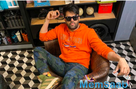 Marking his first association with Karan Johar's Dharma Productions, Maniesh Paul will be seen playing a pivotal role in the film joining the ensemble cast of Varun Dhawan, Kiara Advani, Anil Kapoor and Neetu Kapoor.