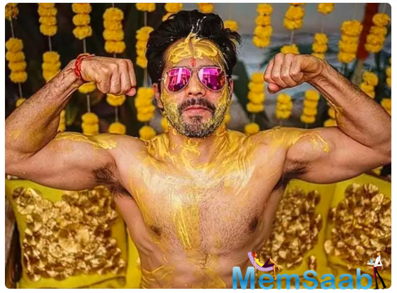 Varun Dhawan gave fans a sneak-peek into his Haldi ceremony. Flexing his muscles, the 'Judwaa 2' actor posed shirtless with turmeric rubbed all over his body.