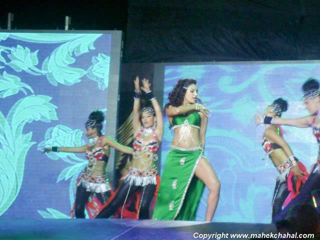 A Lovely Performance By Bipasha Basu at Super Fight League