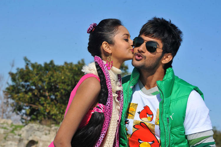 Aadi and Shanvi kiss still in Lovely