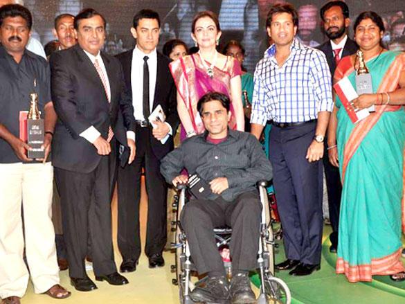 Aamir Khan,Mukesh Ambani,Nita Ambani and Sachin Tendulkar at CNN IBN Heroes Awards