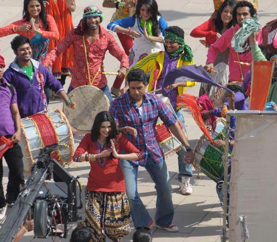Abhishek,Prachi Dancing On The Sets of Bol Bachchan