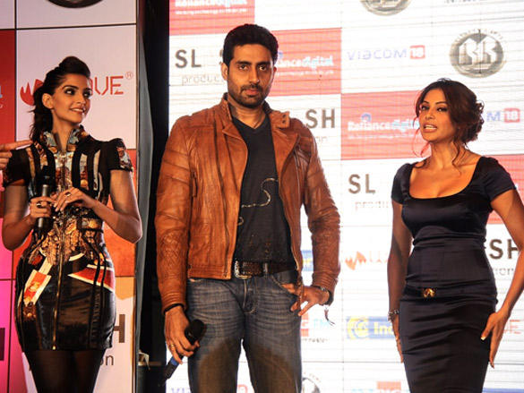 Abhishek with the leading ladies of movie