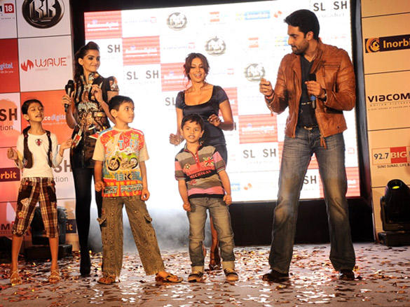 Abishek dances with the Little champs for movie 'players