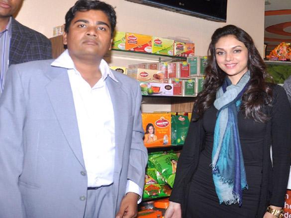 Aditi Rao Hydari visit Wagh Bakri Tea Lounge