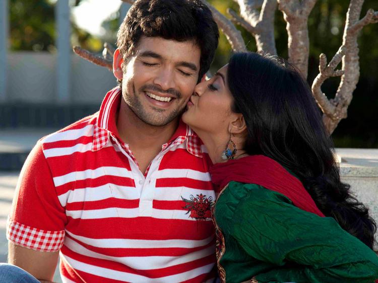 Aindrita Ray,Diganth Parijatha movie kiss still