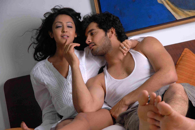 Aindrita Ray,Diganth latest hot still in Parijatha movie