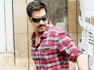 Ajay Devgan Hot Pose On The Sets of Bol Bachchan