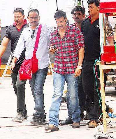 Ajay Devgan On The Sets of Bol Bachchan