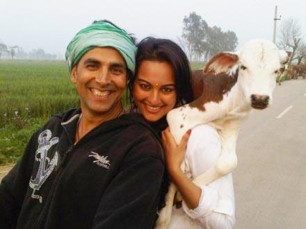 Aki and Sonakshi Sinha Cute Photo In Jocker