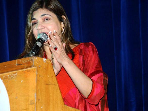 Alka Yagnik at Peek-A-Boo Concert  Mumbai Meri Jaan 2012