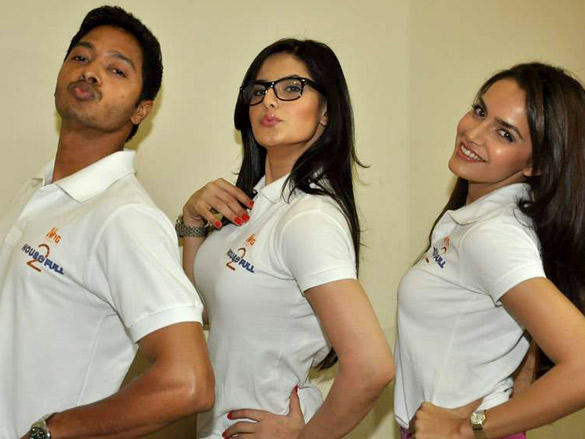 All The Actors Has Been Spotted In A White T-Shirt With A Housefull 2 Logo