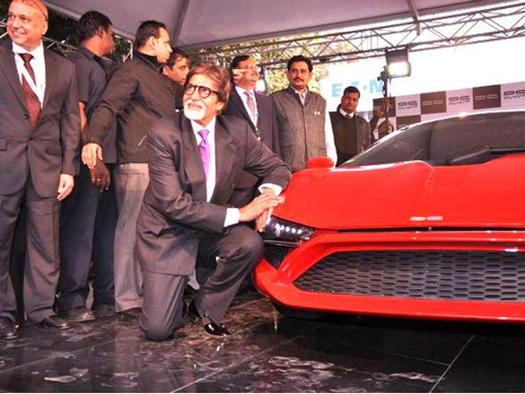 Amitabh Bachchan Poses next to Avanti