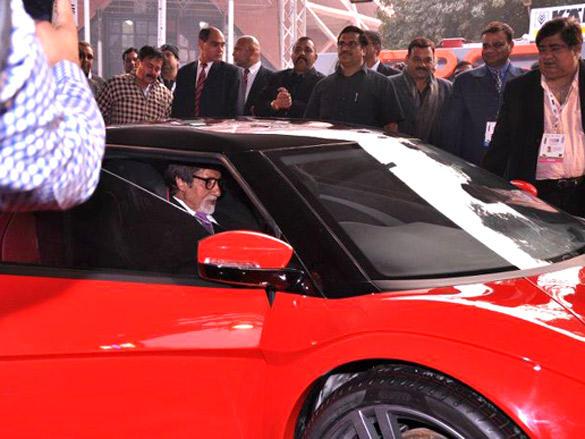 Amitabh Bachchan Test Driving Avanti