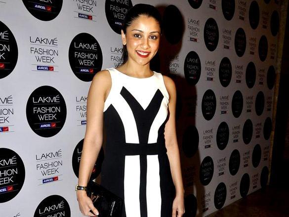 Amrita Puri looking gorgeous at Lakme Fashion Week  2012