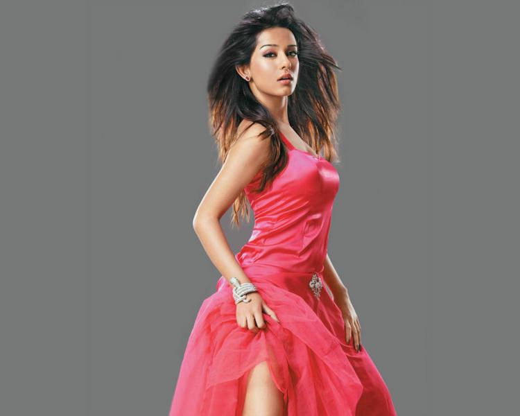 Amrita Rao Pink Dress Glamour Pic