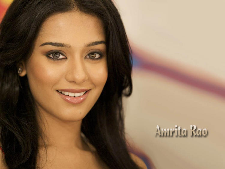 Amrita Rao Sweet Smile Face Wallpaper