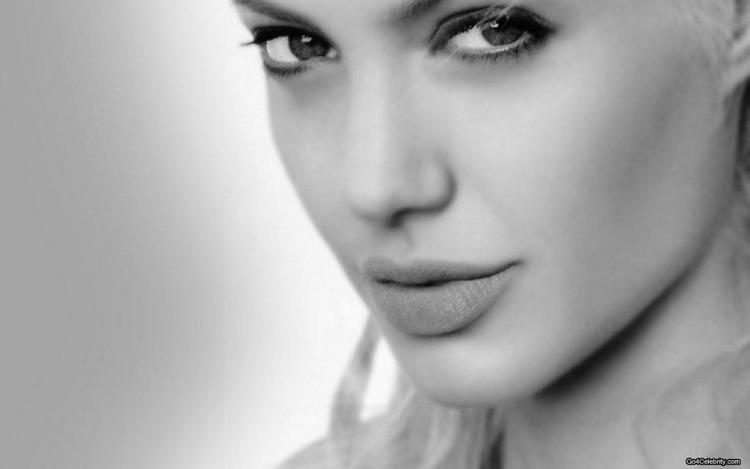 Angelina Jolie Nice Look Wallpaper