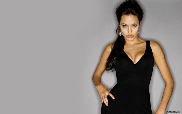 Angelina Jolie Open Boob Show Killer Look Wallpaper