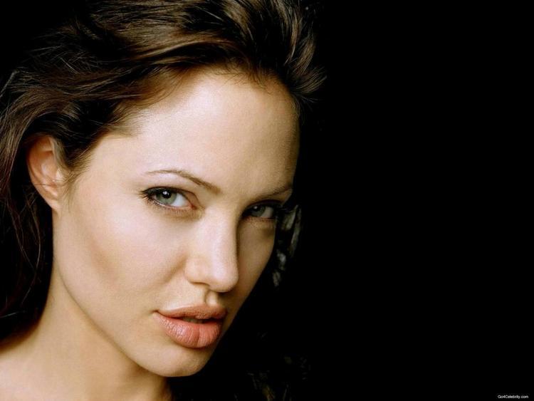 Angelina Jolie Smoky Eyes Look Wallpaper