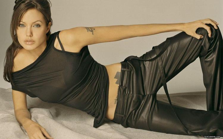 Angelina Jolie Spicy Figure Show Wallpaper