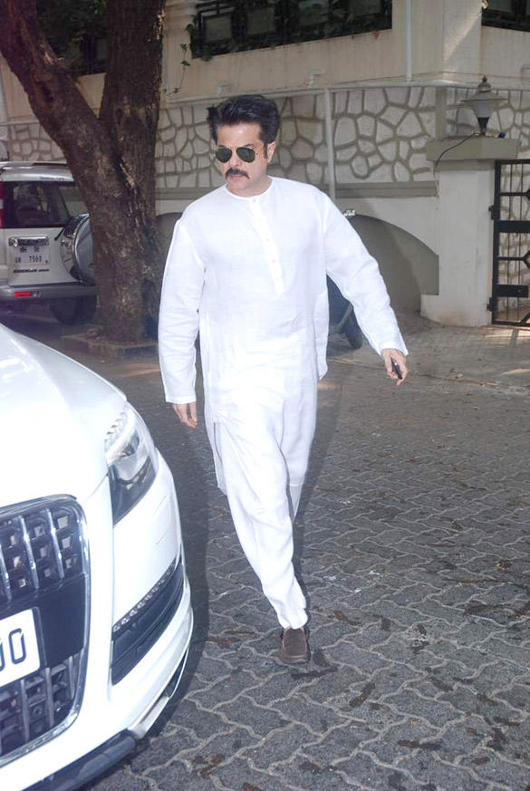 Anil Kapoor at Mona kapoor's Cremation
