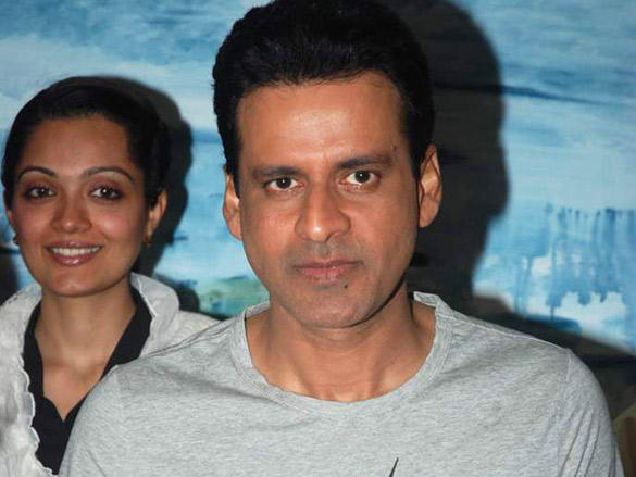 Anusha Srinivasan and Manoj Bajpai at Amisha Mehta's art preview
