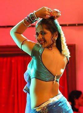 Anushka Shetty Sexy Blouse Hot Exposing Photo Shoot