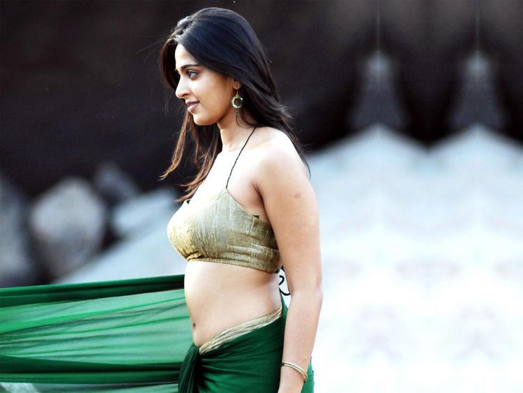 Anushka Shetty Sizzling Hot Sexy Still