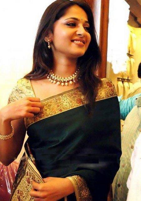 Anushka Shetty Traditional Saree Gorgeous Pic