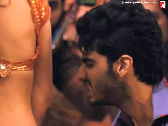 Arjun Kapoor Romantic Look in Ishaqzaade