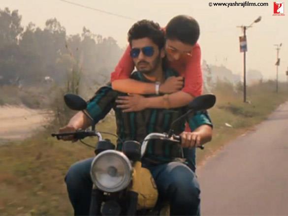 Arjun Kapoor and Parineeti Chopra Ishaqzaade Film Bike Still