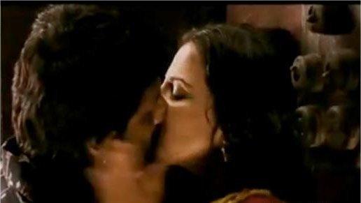 Arshad Warsi and Vidya Balan Hot Kiss Still In Ishqiya