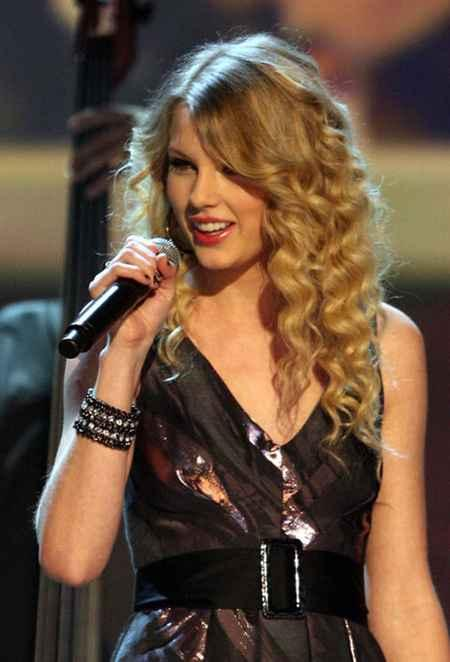 Beautiful Singer Taylor Swift Still