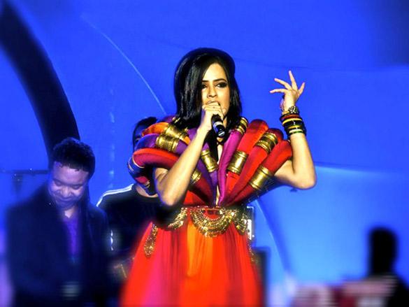 Beautiful Sona performs in Delhi for New Year 2012 Bash