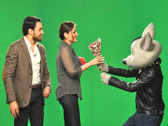 Bheegi Billi of 9X Music proposes to Kareena
